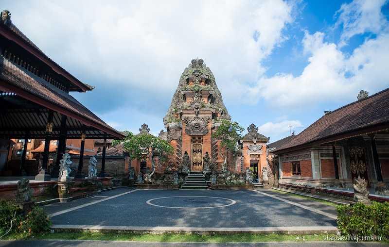 пури сарен агунг Бали Королевский дворец