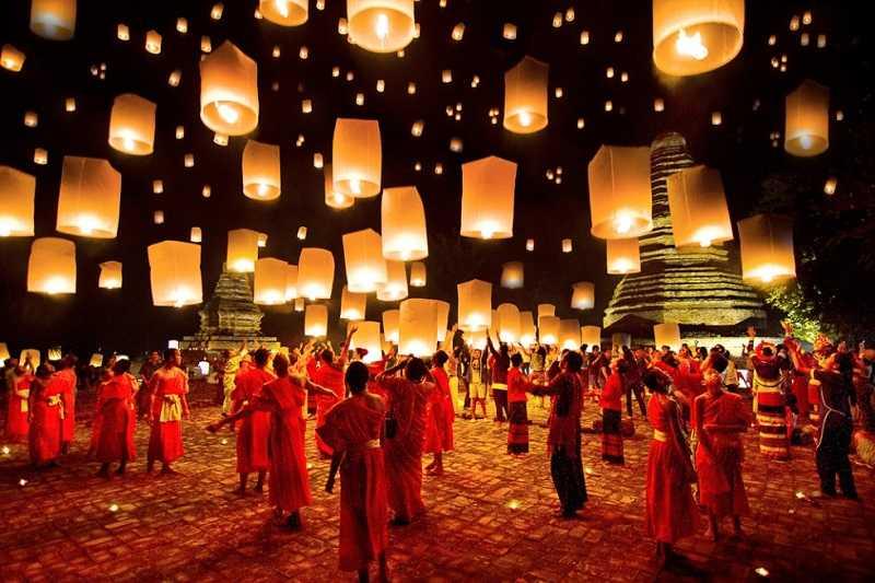 фестиваль бумажных фонарей в хойне