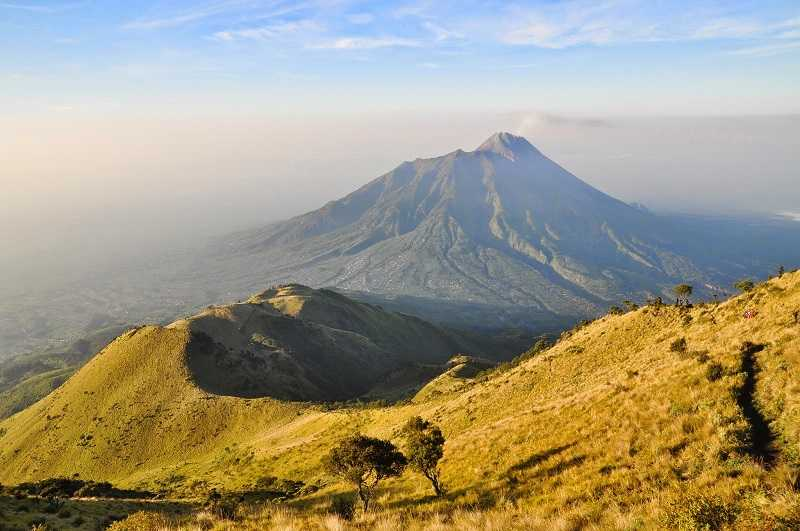 Индонезия вулкан Мербабу