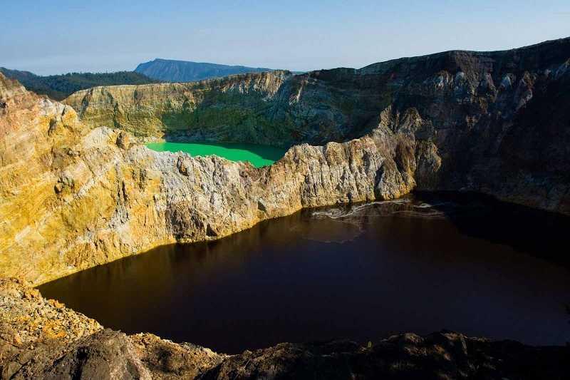 вулкан Келимуту,озеро слёз и злых духов
