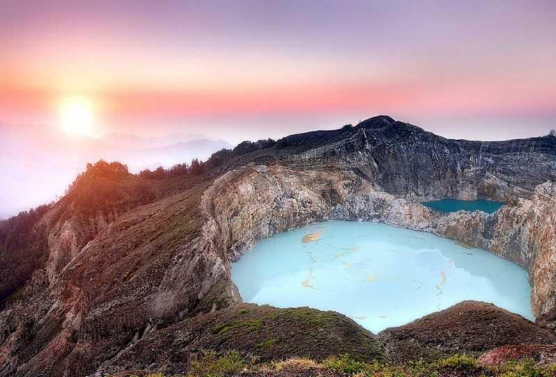 вулкан Келимуту озеро