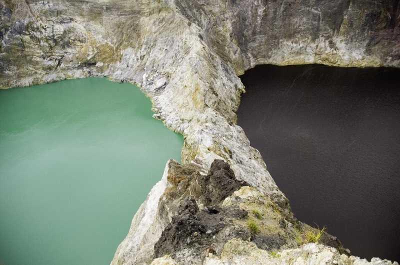 озеро Молодых и озеро Злых Духов на вулкане келимуту