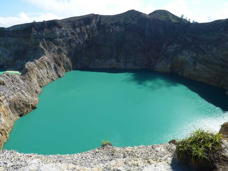 озеро Слёз или душ предков на горе келимуту
