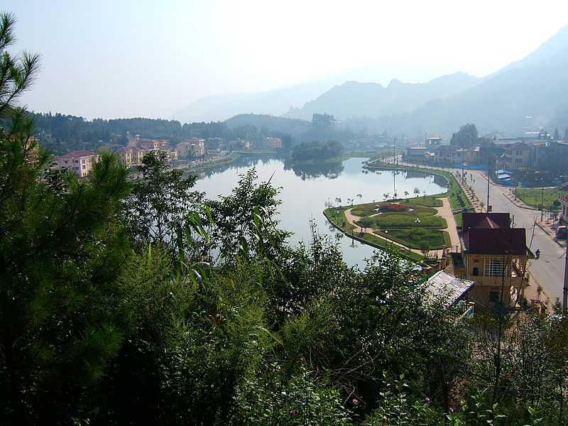 Озеро в городе Сапа