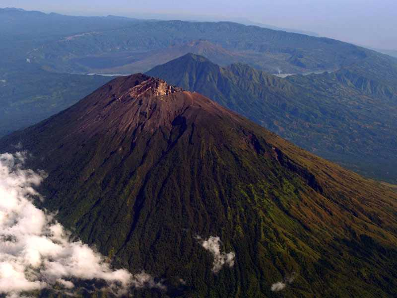 вулкан Агунг Индонезия