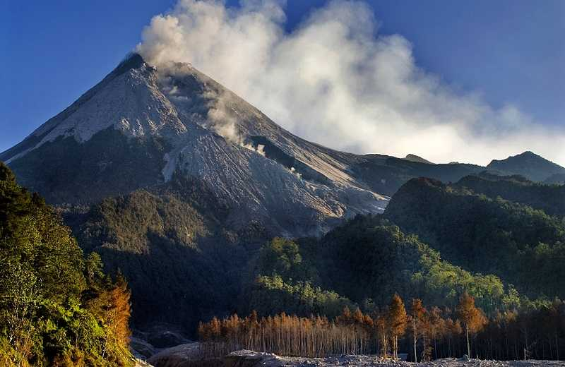 вулкан Мерапи Индонезия