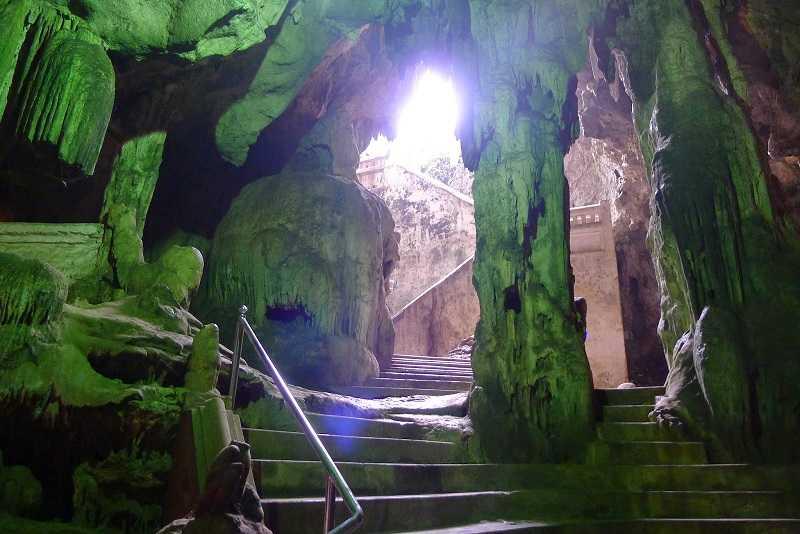 город под землей пещеры районг