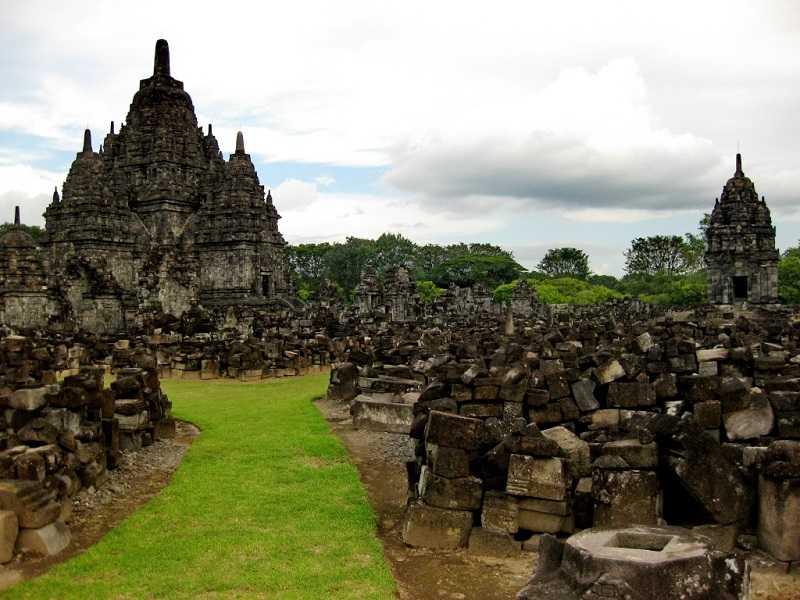 достопримечательности джокьякарта храм Прамбанан
