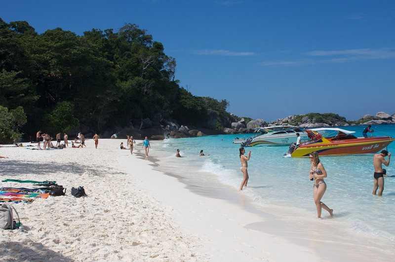 пляж на острове Тачай