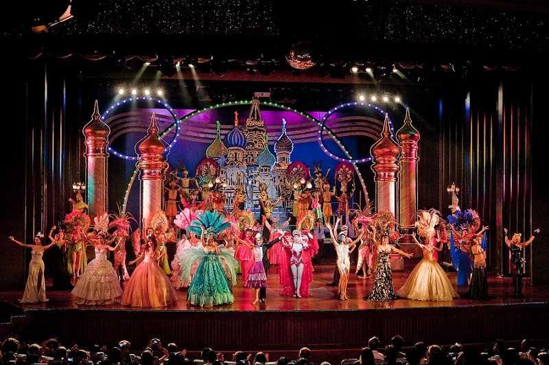 Альказар шоу в Паттайе насыщенность красок