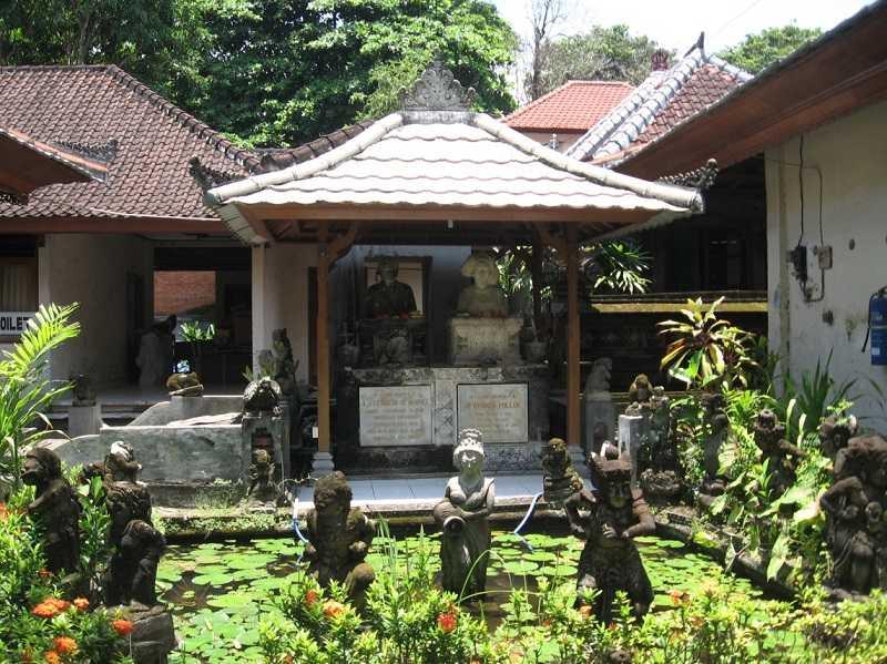 Бали Санур музей Ле Майера