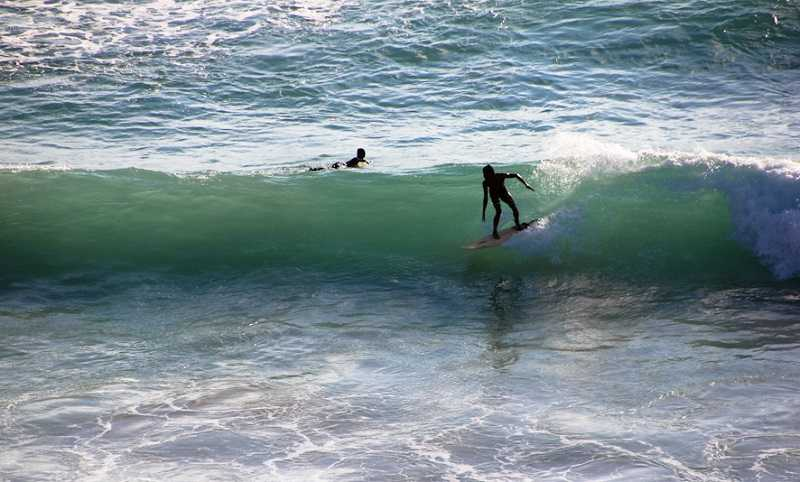 Бали пляж Дримленд серфинг