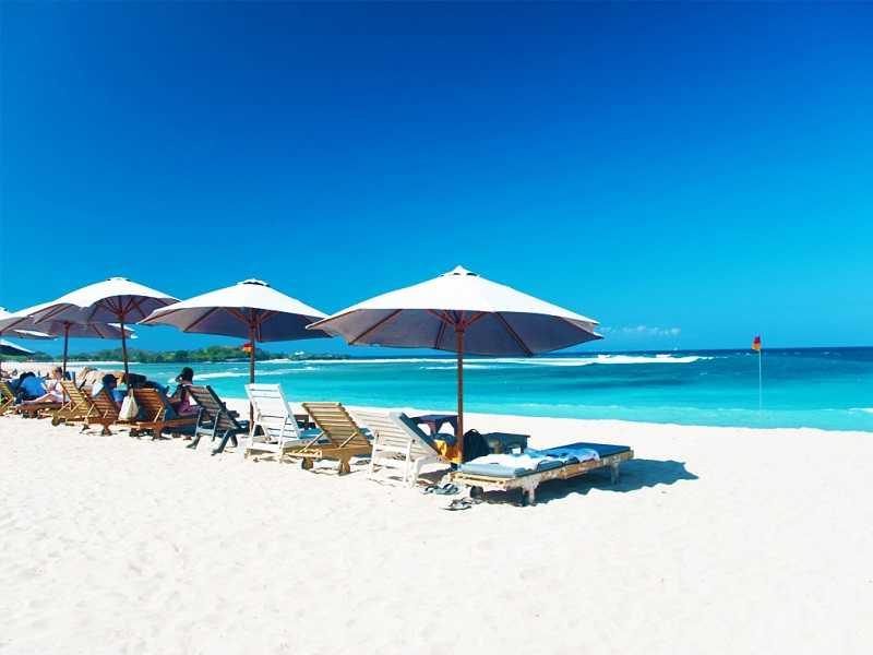 Бали пляж Гегер Бич мало людей