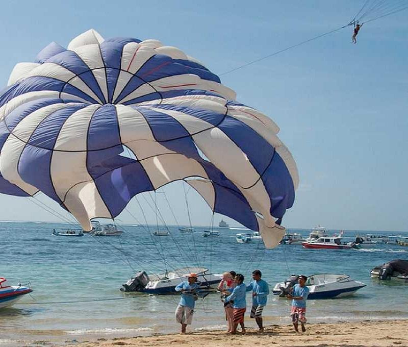 Бали пляж Гегер Бич рыбацкие судна