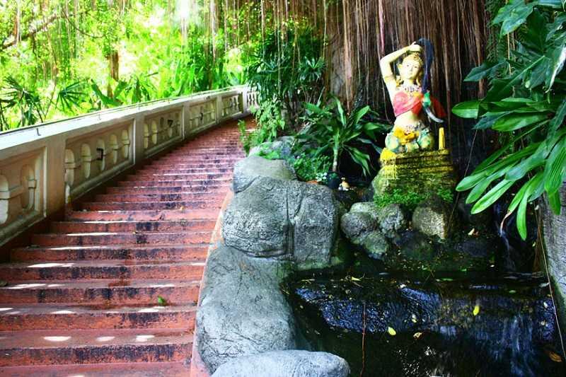 Бангкок Храм Золотой горы Ват Сакет лестница