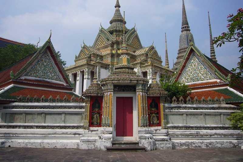 Бангкок храм лежащего Будды обучение