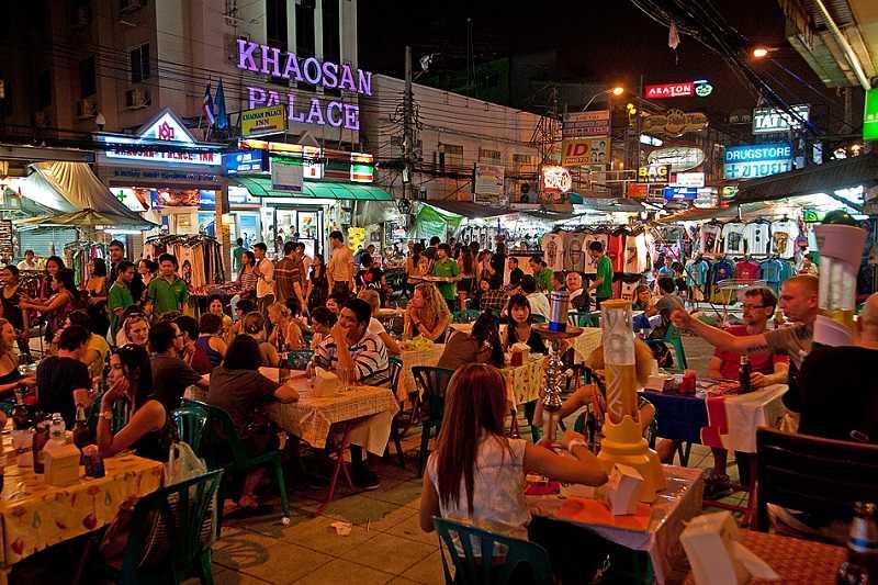 Бангкок район Каосан Роуд дешевые магазины и рестораны