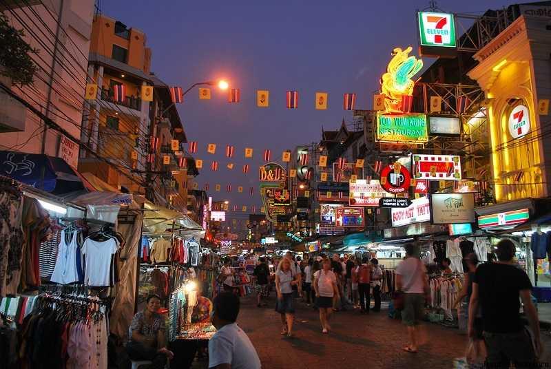 Бангкок район Каосан Роуд вечный праздник