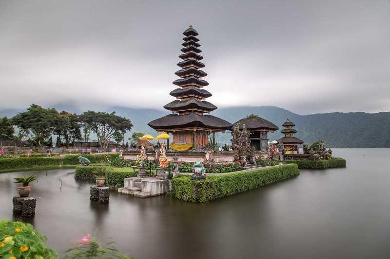Джимбаран на Бали храм Улун Дану
