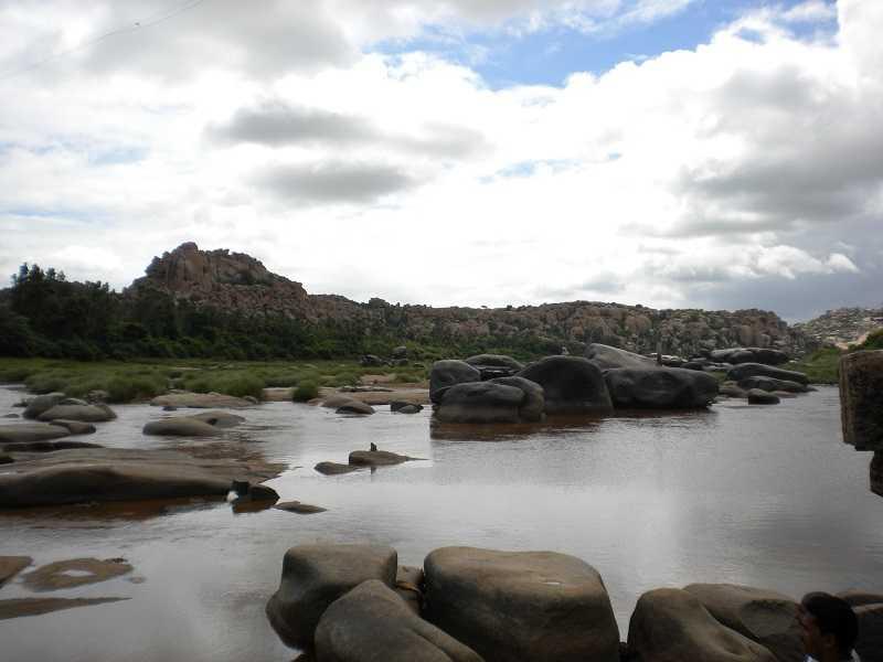 Хампи река Тунгабхарда