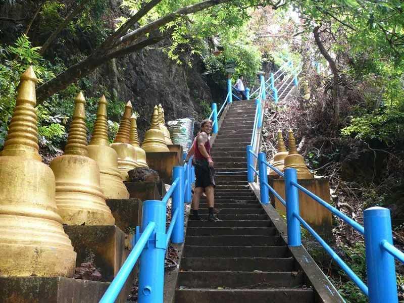 Храм Пещеры Тигра лестница