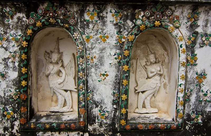 Храм Ват Арун в Бангкоке скульптуры