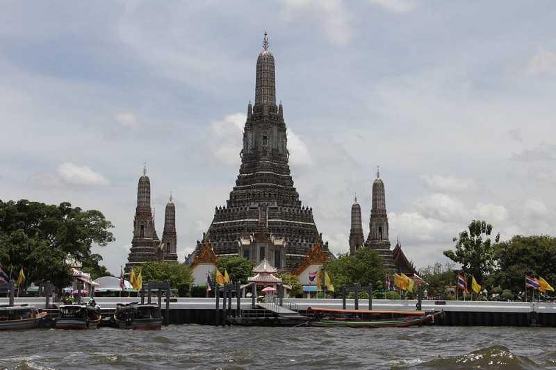 Храм Ват Арун в Бангкоке ступа Пхра Пранг