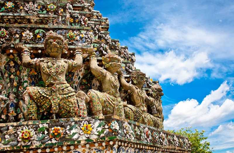 Храм Ват Арун в Бангкоке вблизи