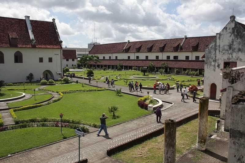 Индонезия Сулавеси форт Роттердам