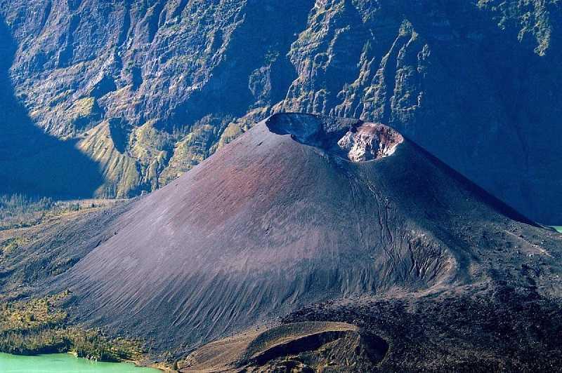 Индонезия Сулавеси вулкан Амбанг
