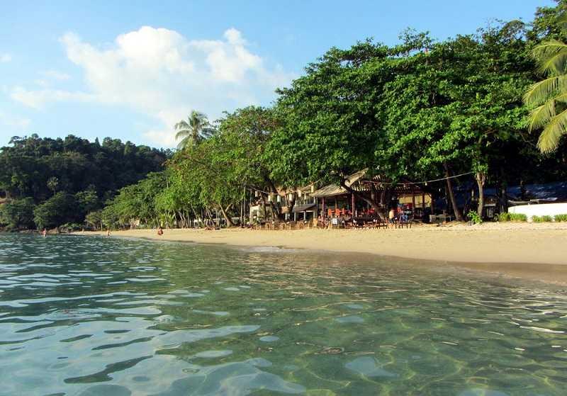 Ко Чанг пляж Лонли Бич лежаки
