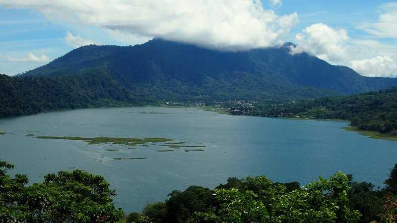 Курорт Ловина на Бали Озеро Буян