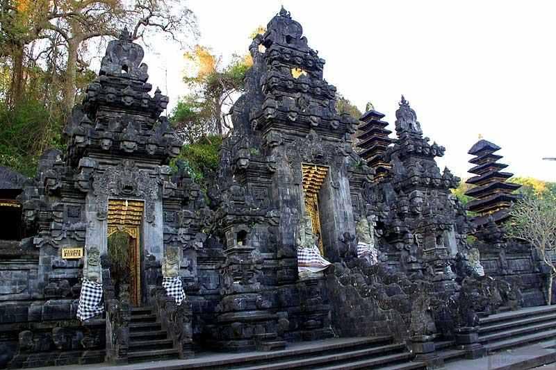Храм Гоа Лава (Goa Lawah) на Бали