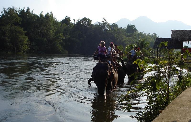 Мост через реку Квай слоны