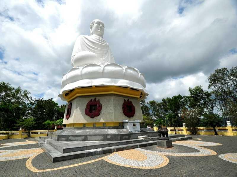 Нячанг пагода Лонг Шон Будда