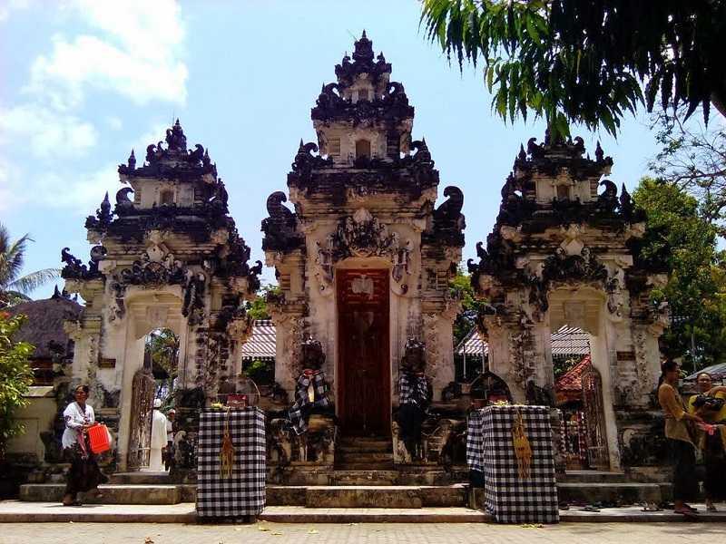 Остров Нуса Пенида храм Pura Dalem Penataran Ped
