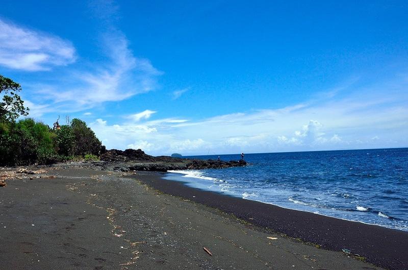 Паданг Бай пляж Black Sand Beach