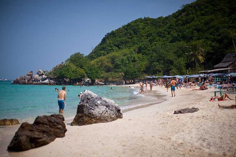 Паттайя пляж Хат Нанг Рам кафе