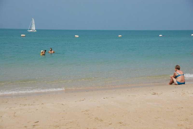 Паттайя пляж Сай Кео в будние дни