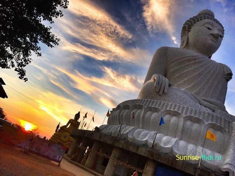 Пхукет пляж Ката статуя будды