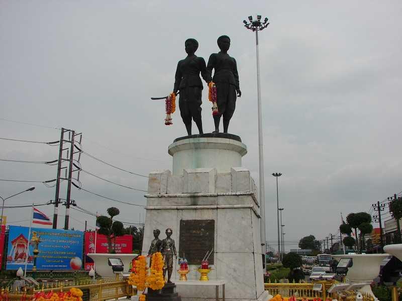 Пхукете пляж Лаян монумент Сестрам-героиням