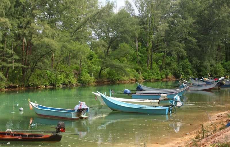 Пхукете пляж Лаян рыбацкие лодки