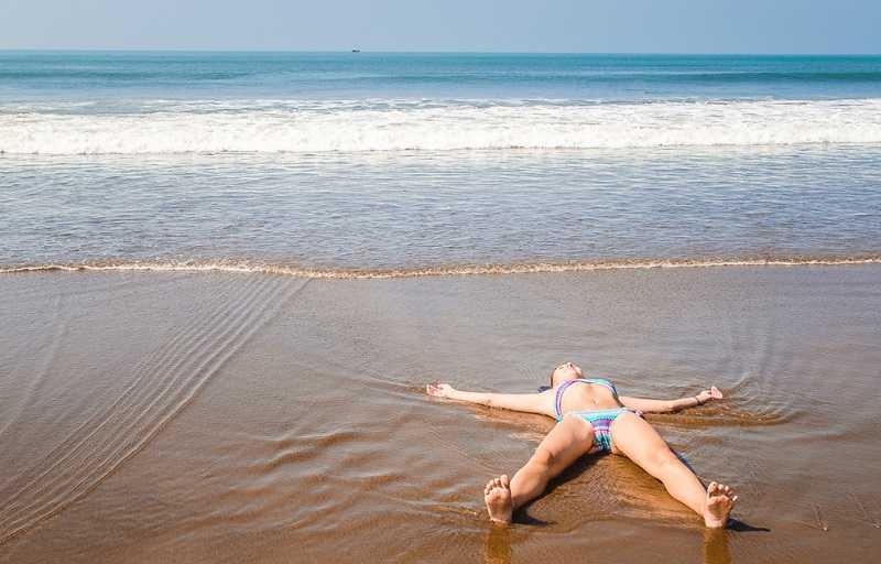 Пляж Ашвем Гоа купание