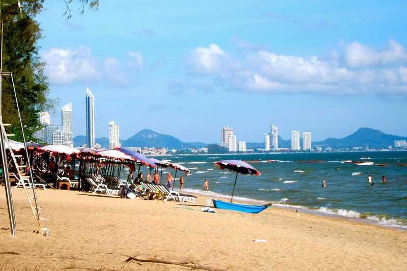 Пляж Донгтан в Паттайе чистый пляж