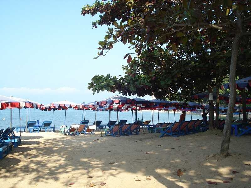 Пляж Донгтан в Паттайе тенек