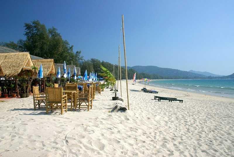 Пляж Май Као Пхукет ресторан