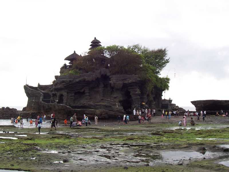 Пура Танах Лот на Бали отлив