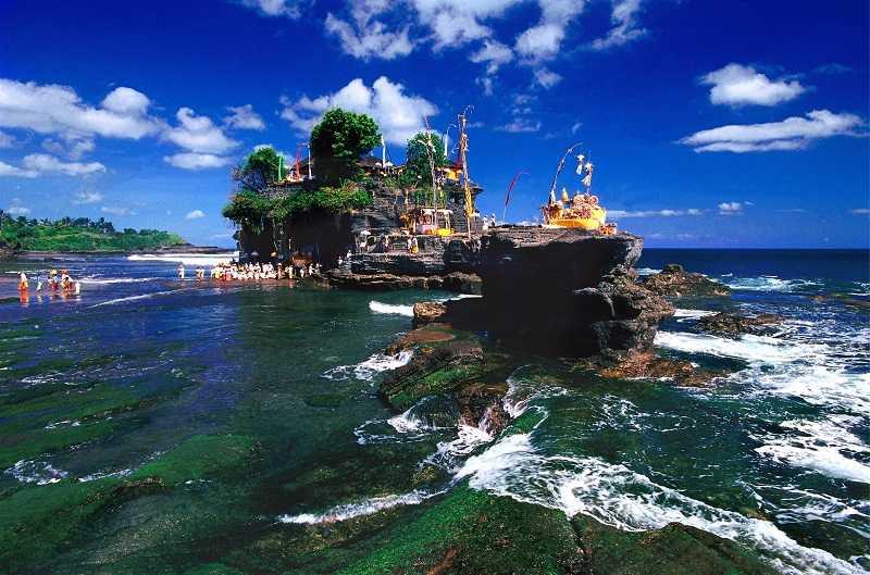 Пура Танах Лот на Бали прилив