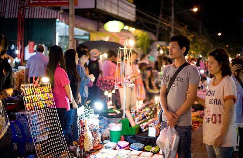Таиланд город Чианг Май воскресный рынок