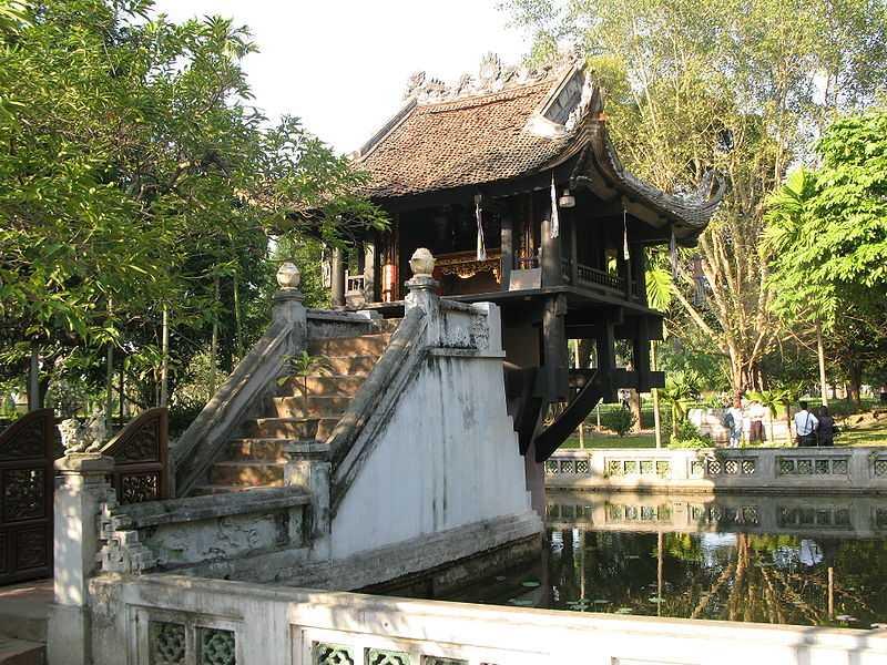 Вьетнам пагода на одном столбе лестница